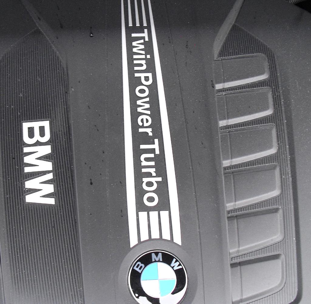 BMW X3: Blick unter die Haube auf den 3,0-Liter-Sechszylinder.