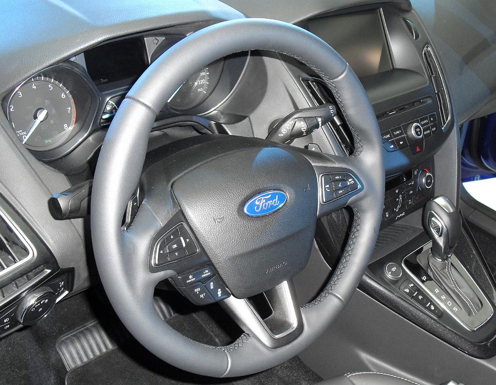 Blick ins Cockpit des Ford Focus, der sich leichter bedienen lässt.
