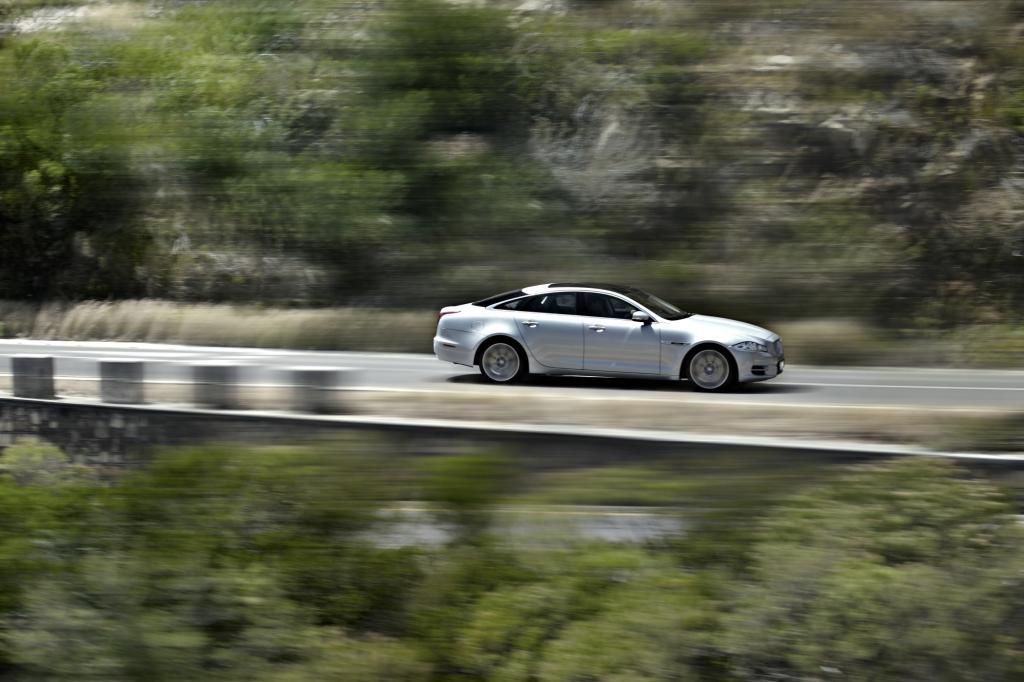 Den Antrieb der AWD-Version übernimmt ein V6-Kompressormotor