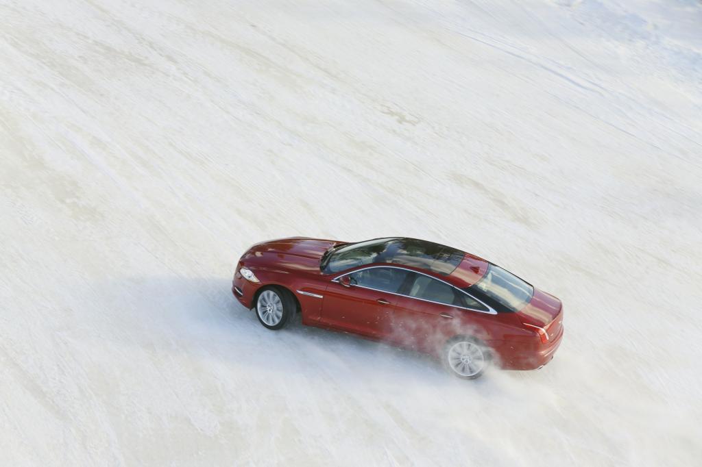 Den Jaguar XJ gibt es seit kurzem auch mit Allradantrieb