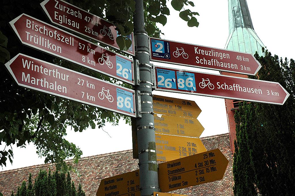 Der Rheinfall scheint auch Kreuzungspunkt vieler Radwege zu sein.