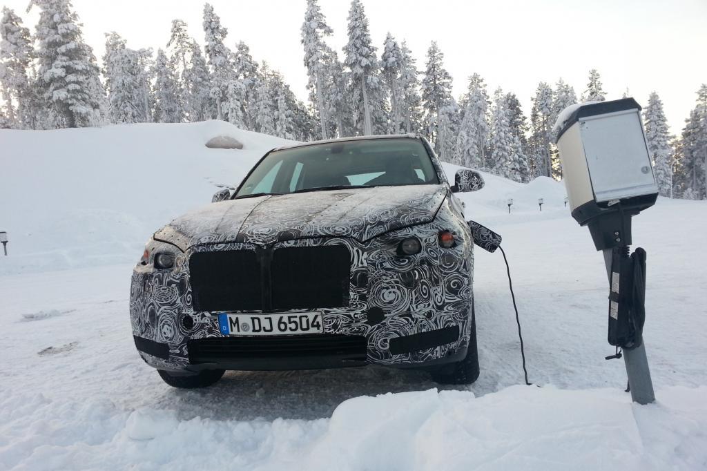 Erlkönig BMW X5 Hybrid bei seinem letzten Wintertest.