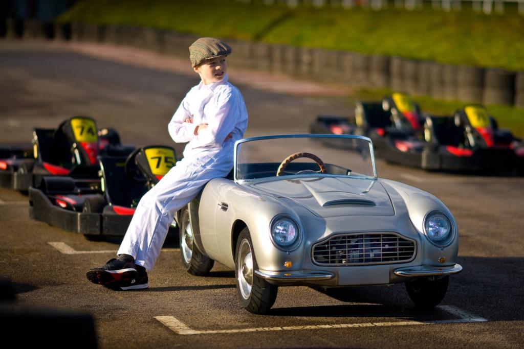 Für Kinder, die schon fast alles haben, baut der Londoner Aston-Martin-Händler Nicholas Mee & Co. jetzt ein voll funktionsfähiges Cabriolet.