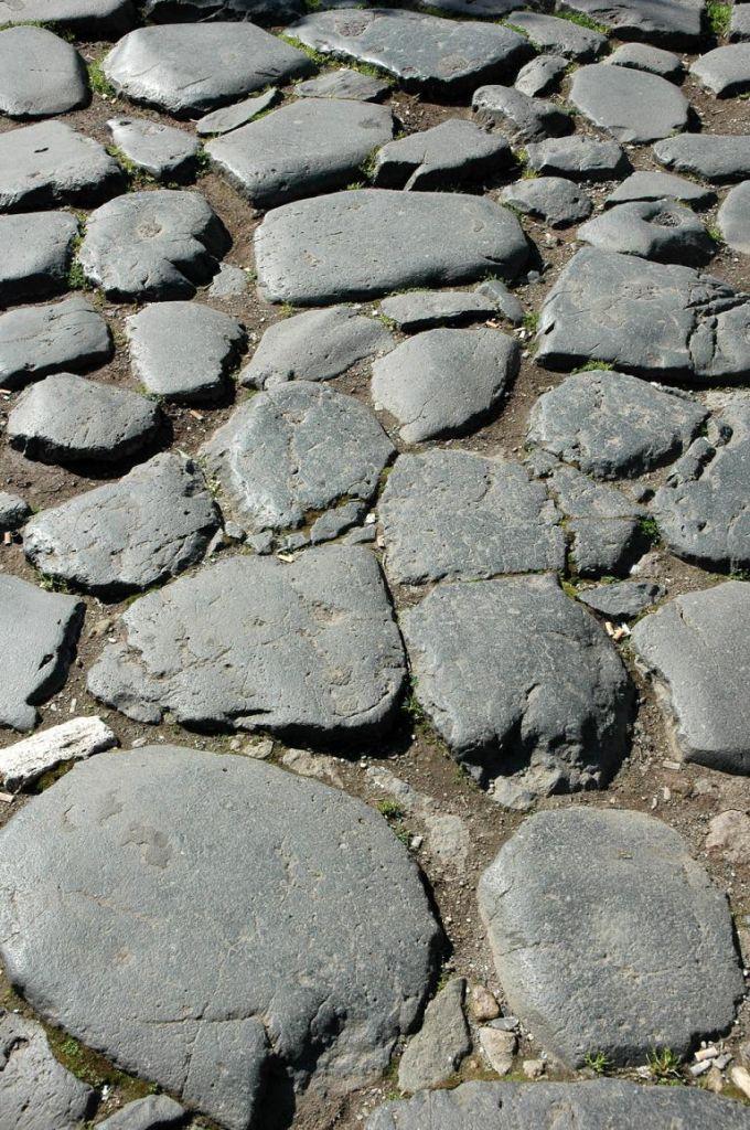 Historisches Pflaster, aus dem auch die Konsularstraßen bestanden.
