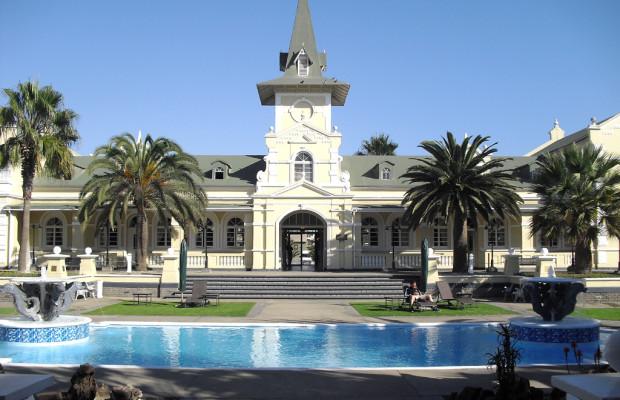 Hotels dieser Welt: Die Swakopmund- Herberge im früheren deutschen Bahnhof