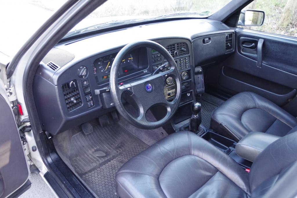 Im 9000 CD von Linnebank platznehmen heißt gute Ausstattung genießen. Bordcomputer, Elektrische Fensterheber, Klimaautomatik, Sitzheizung sowie Zentralverriegelung – alles an Bord.