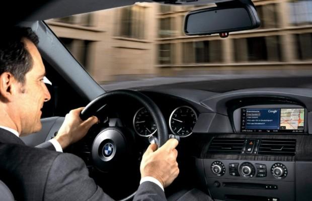 Internet im Auto - Ältere wollen online fahren