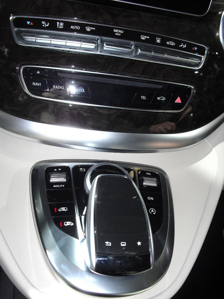 Mercedes-V-Klasse: Blick auf den mittleren Armaturenträger.