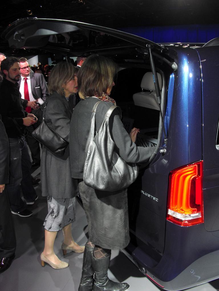 Mercedes-V-Klasse: Die separate Heckscheibe ermöglicht eine zusätzliche Laderaum-Unterteilung.