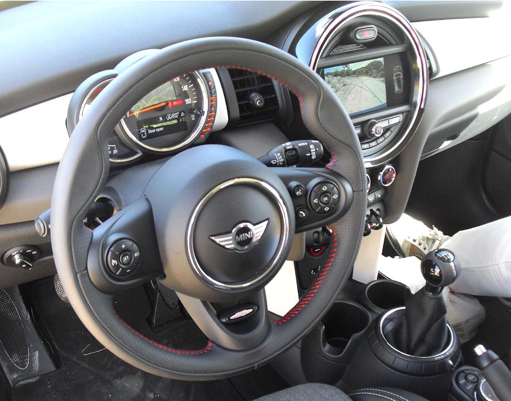 Mini: Blick ins Cockpit.