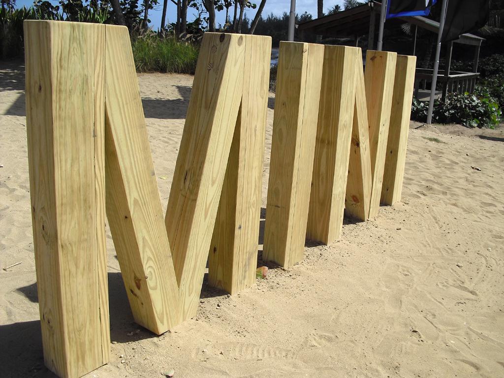 Mini-Station an der Gasolina Beach bei Arecibo im Norden Puerto Ricos.
