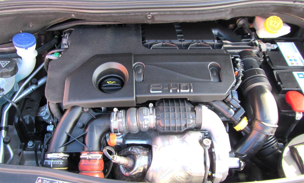 Peugeot 2008: Blick auf den 1,6-Liter-Selbstzünder.