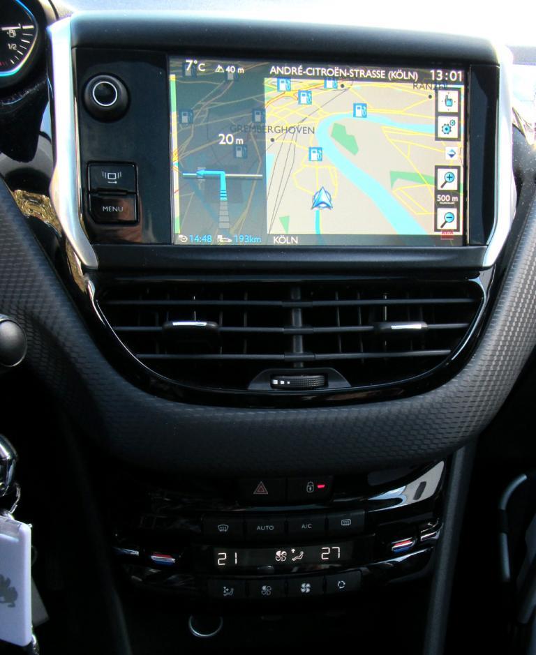 Peugeot 2008: Blick auf den mittleren Armaturenträger.