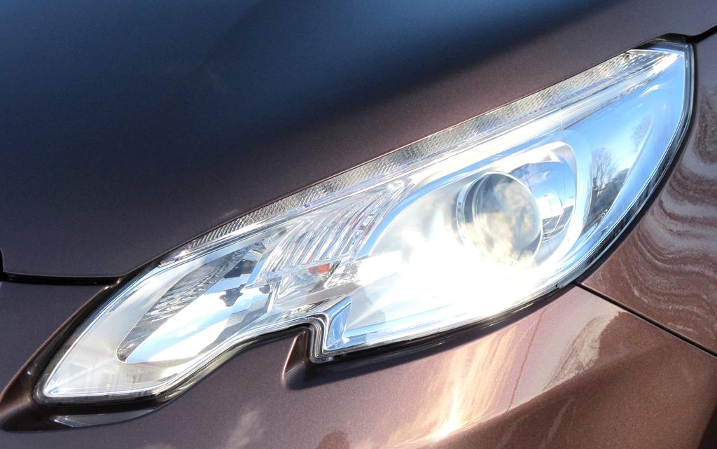 Peugeot 2008: Moderne Leuchteinheit vorn.