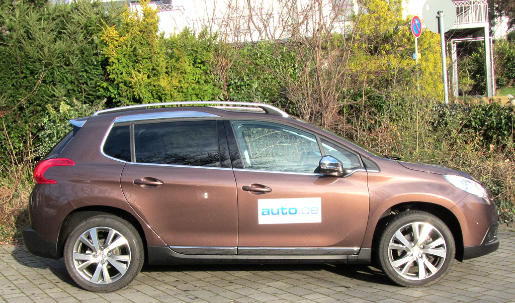 Peugeot 2008: So sieht das kompakte SUV-Modell der Franzosen von der Seite aus.