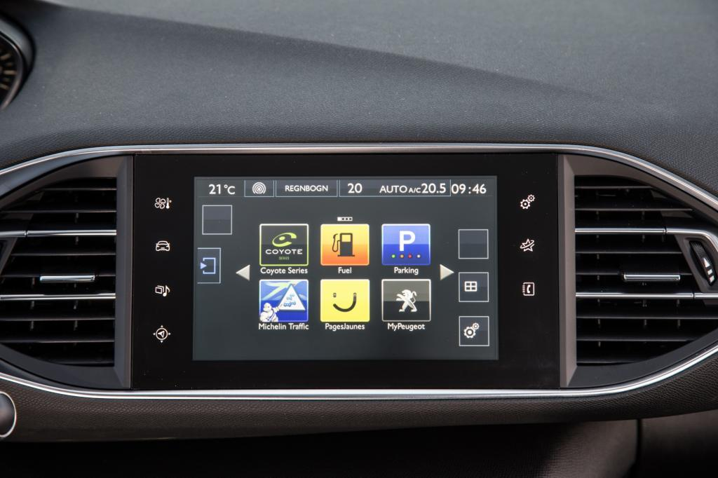 Peugeot hat wie schon Citroen beim Schwestermodell C4 einen 9,7-Zoll-großen Touchscreen anstelle vieler Bedienknöpfe in die Mittelkonsole integriert