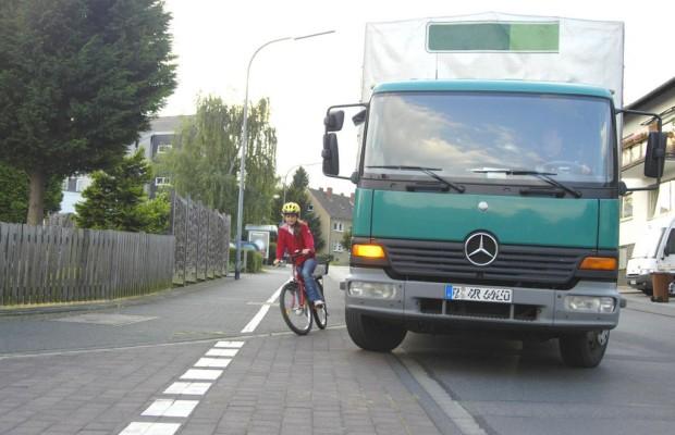 Radfahrer gegen Lkw: Die Suche nach dem Lebensretter