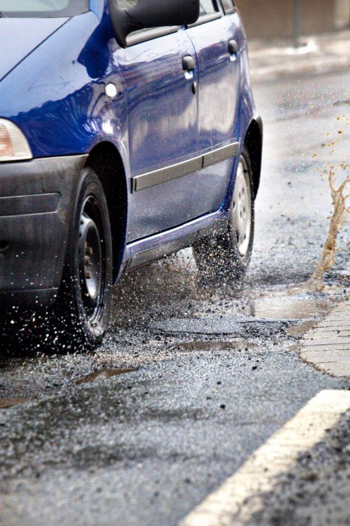Schuldfrage Schlagloch - Ärgernis für die Autofahrer