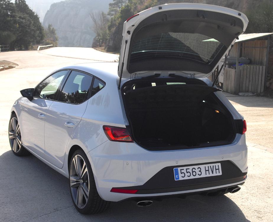 Seat León Cupra: Das Gepäckabteil fasst noch 380 Liter.