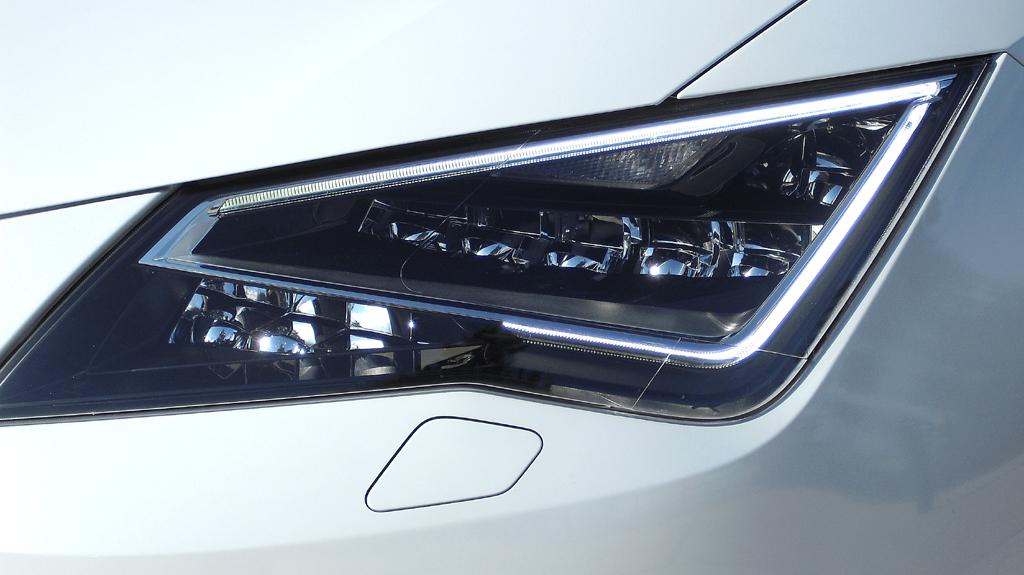 Seat León Cupra: Moderne Voll-LED-Scheinwerfer vorn.