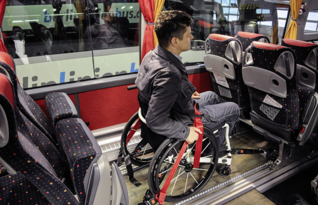 Setra Reisebusse mit zwei Rollstuhlplätzen