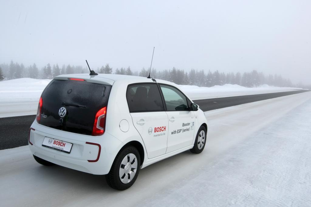 VW E-Up beim Wintertest.