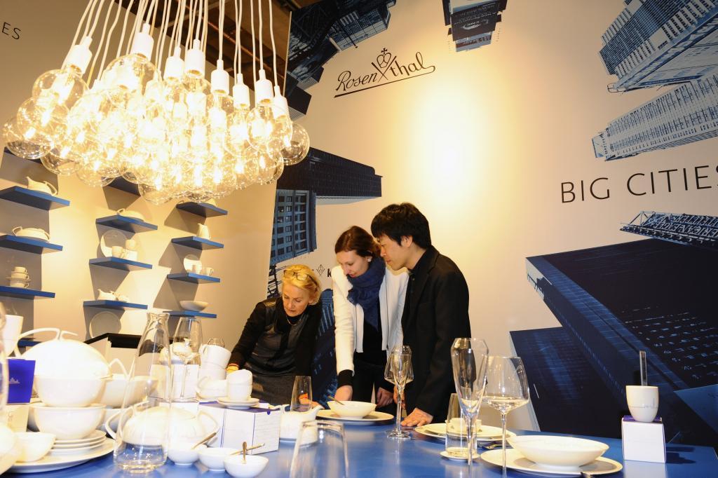 Wenn Maria Greger und ihr Team die Konsumgütermesse Ambiente in Frankfurt oder die Möbelmesse in Mailand besuchen, haben sie weder Margen noch Marketingkonzepte im Kopf.
