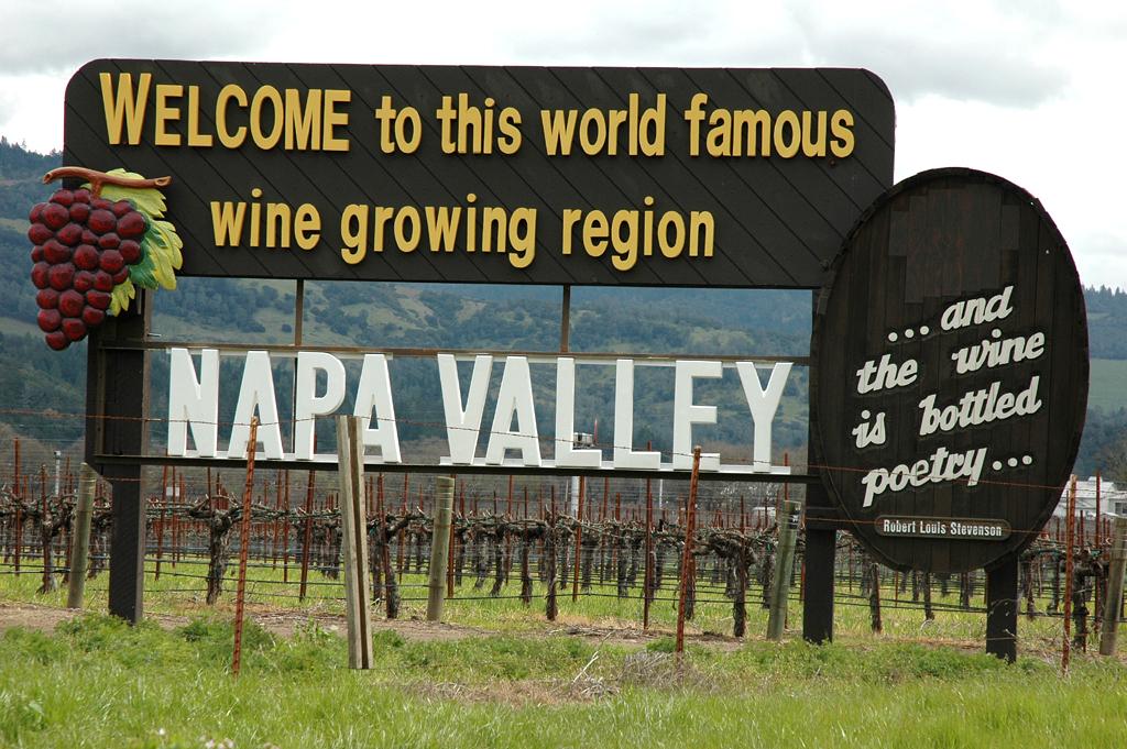 Willkommen im berühmten Weinanbaugebiet im Napa-Tal.