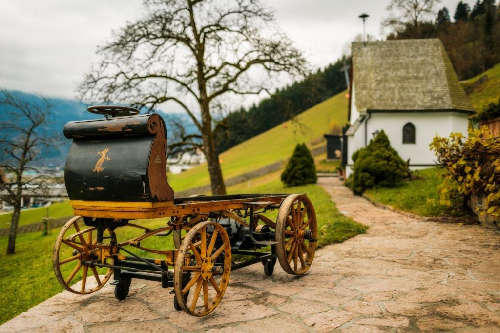 Seit Januar erst hat das kutschenähnliche Fahrzeug aus dem späten 19. Jahrhundert als Stammvater einen Ehrenplatz im Firmenmuseum.