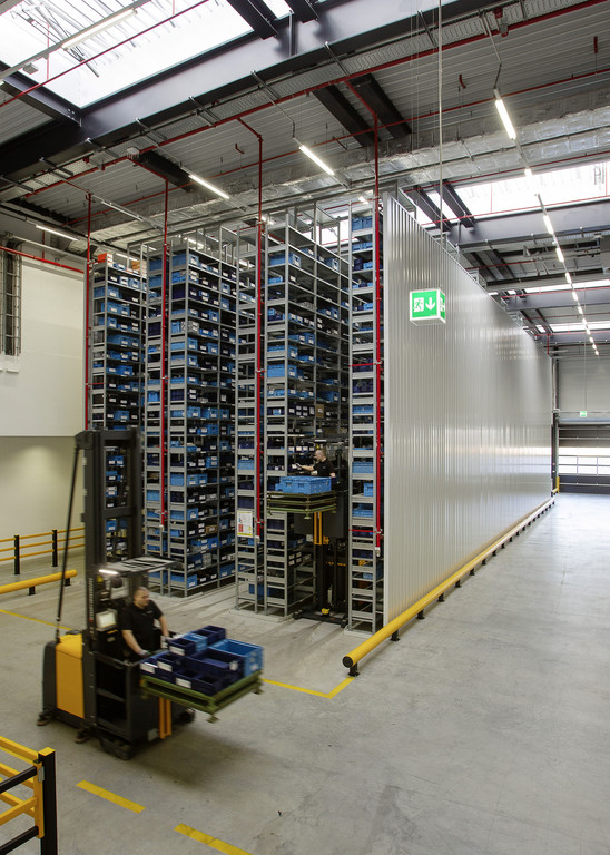 AMG nimmt neues Logistikzentrum in Betrieb