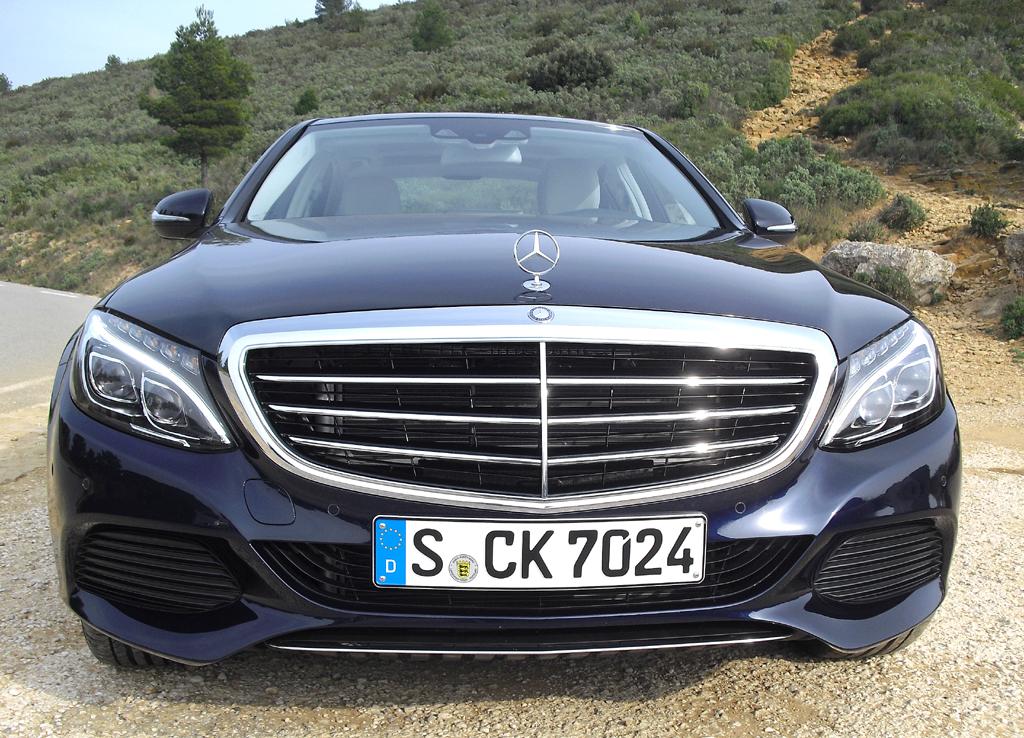 Alle Register gezogen: Mercedes- C-Klasse startet als Limousine, Kombi und Allrad folgen später