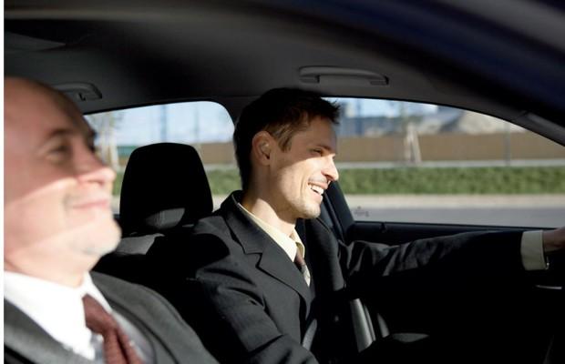 Besserverdiener fahren weiter zur Arbeit