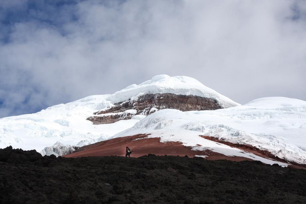 Blick auf den schneebedeckten Gipfel des des Cotopaxi.