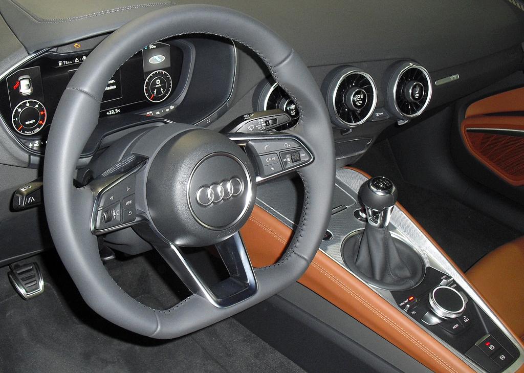 Blick ins nach wie vor sportlich-funktionelle Cockpit.