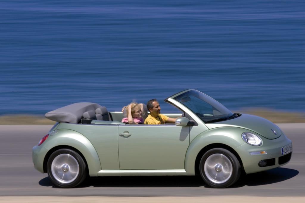 Das New Beetle Cabrio (2003 bis 2010) ist vielleicht nicht ganz so kultig wie der Käfer, dafür aber komfortabler - Foto: VW