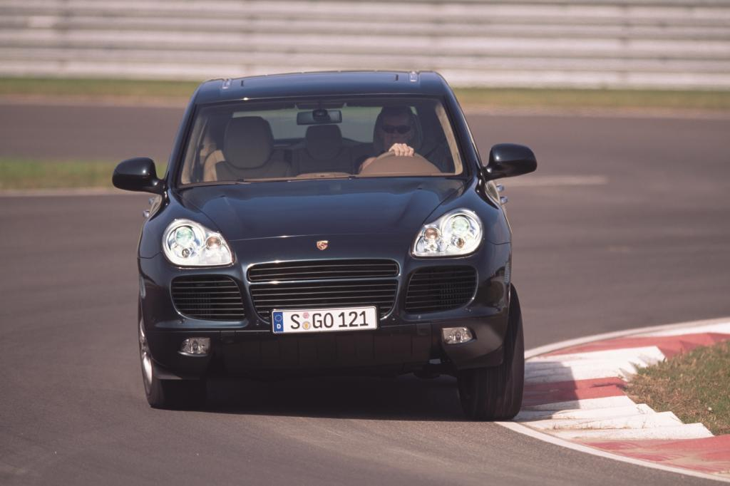 Das souveräne und sehr dynamische Fahrverhalten passt zum typischen Anspruch eines Porsche-Fahrers
