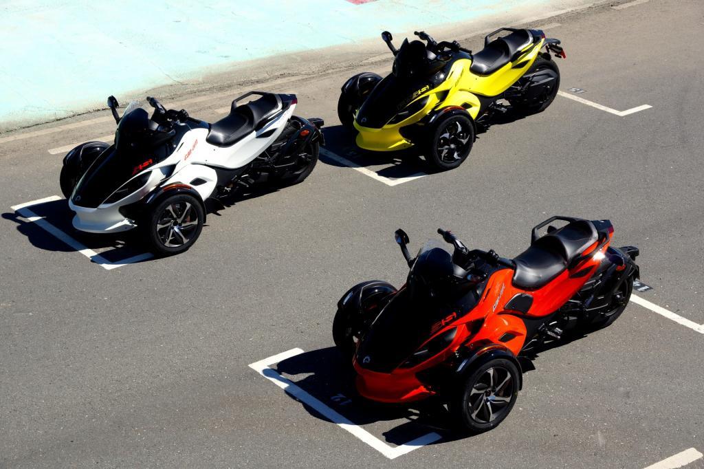 Dem Spyder RS sieht man schon im Stand seine Fahrdynamik an.