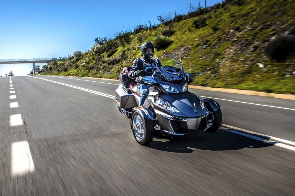Den Tourer treibt ein neuer Dreizylinder-Rotax-Motor mit 115 PS an.
