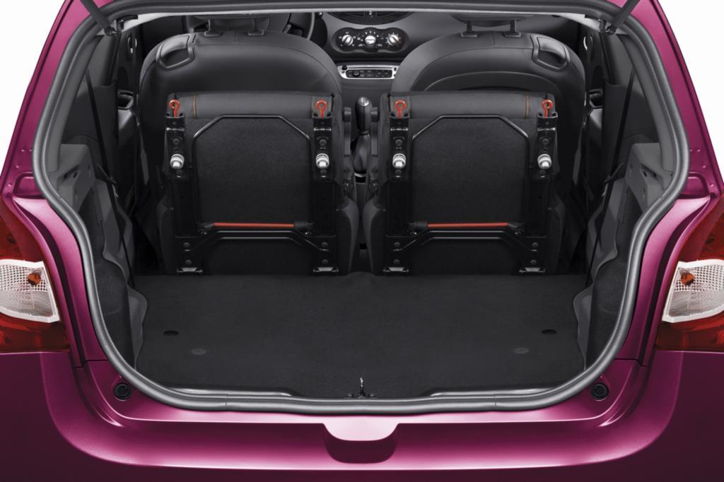 Der Kofferraum ist mit 230 Litern (maximal 959) für ein Auto dieser Größe sehr ordentlich, die hinteren Sitze sind klapp- und verschiebbar