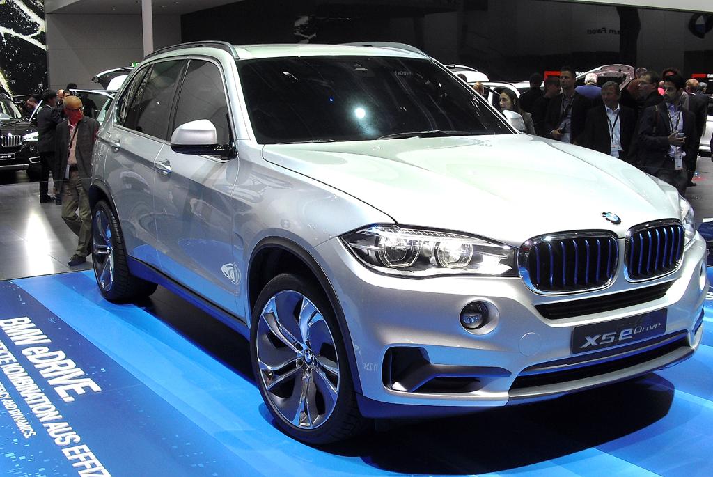 Der künftige BMW X5 eDrive ist mit modernem Vierzylinder unterwegs.