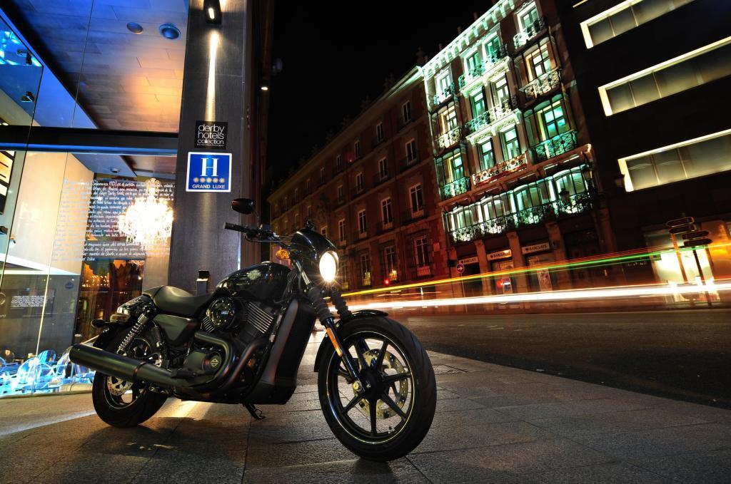 Die Street 750 fährt sich auch wie eine Harley.