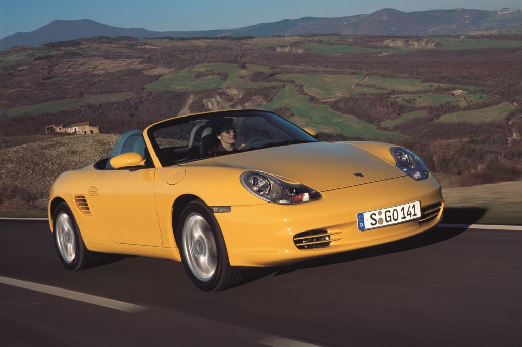"""Die erste Generation des Boxster (Typ 986, 1996 bis 2004) wurde zur Bauzeit für ihre """"Spiegeleier-Leuchten"""" kritisiert - Foto: Porsche"""