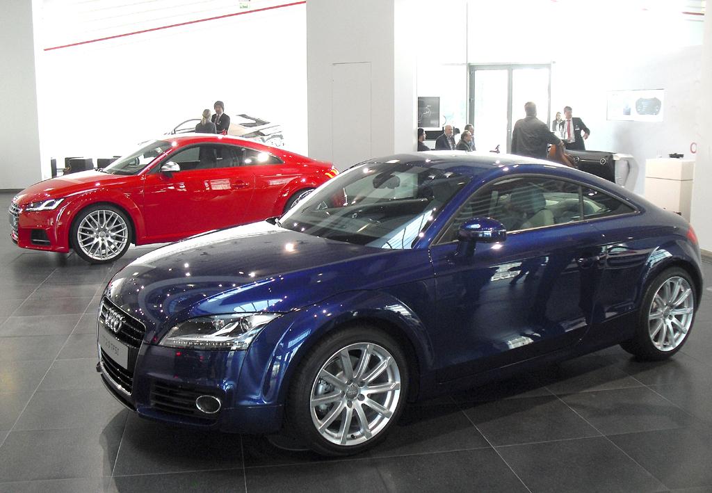Die zweite TT-Generation, hinten der neue TTS, kam 2006 auf den Markt.