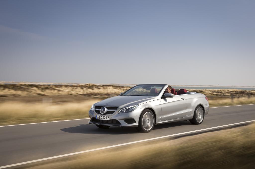 Foto © Mercedes Benz - Die Mercedes E-Klasse (47.838 Euro) hat in der offenen Version ein Stoffverdeck