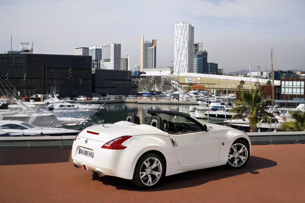 Foto © Nissan - Viel Spaß für vergleichsweise wenig Geld verspricht die offene Version des Nissan 370Z. Für 38.900 Euro bekommt der Käufer satte 241 kW/328 PS