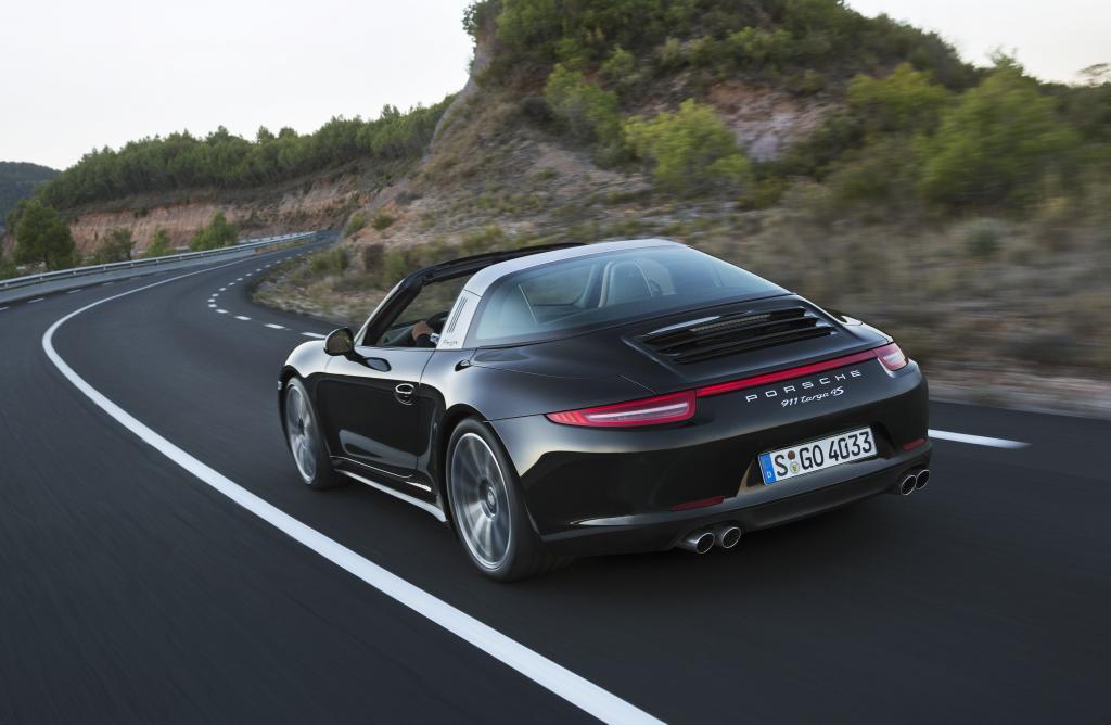 Foto © Porsche - Der Porsche Targa 4 (ab 109.338 Euro) wurde dem Vorbild aus den 1960er Jahren nachempfunden
