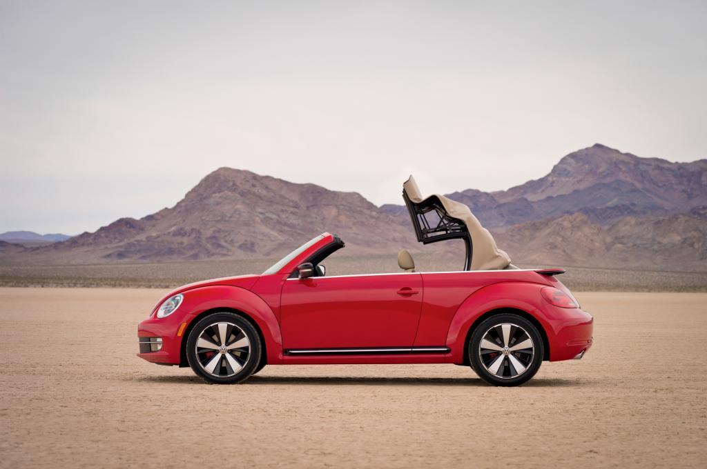 Foto © VW - Der offene VW Beetle fährt ab 21.625 Euro vor
