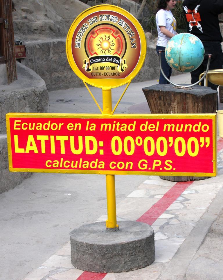 Genau hier verläuft die geografische Null-Grad-Breite, die Latitude.