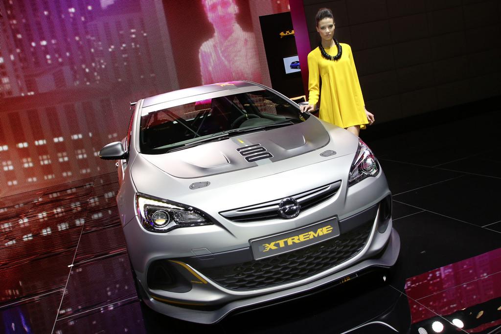 Genf 2014: Opel Astra im Renndress kommt vielleicht auf die Straße