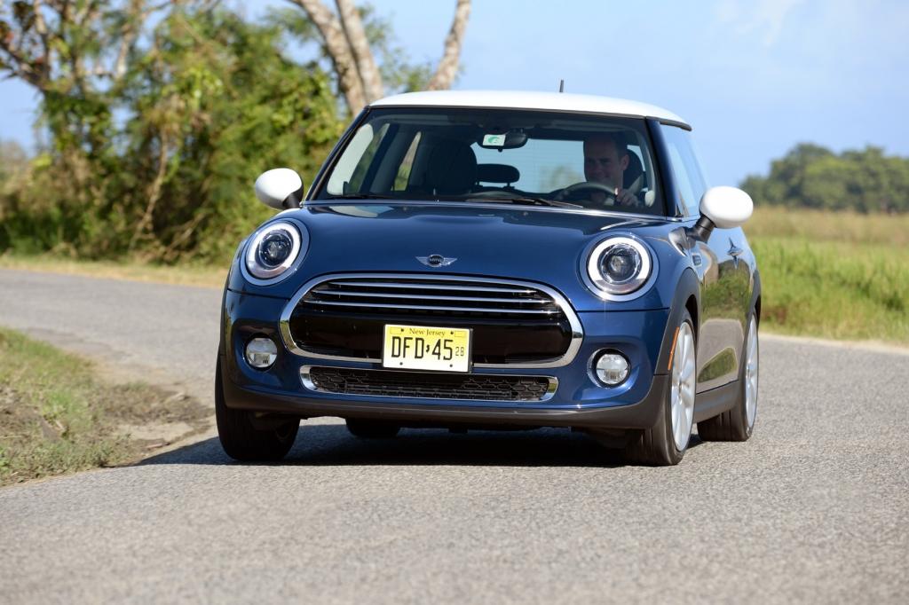 Im Mini Cooper kommt beim Diesel und beim Benziner ein Dreizylinder-Motor zum Einsatz. © BMW